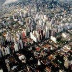 Vue aérienne des quartiers de Batel et Agua Verde, à Curitiba (Brésil), la capitale mondiale de « l'urbanisme tactique » cher à Carlos Moreno.