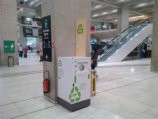 Plusieurs machines Lemon Tri sont mises en place Gare du Nord, à Paris. Copyright : © Lemon Tri