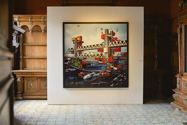 """Alain Bublex s'amuse à inventer des villes dans sa série Plug-in city (2000) dans laquelle on peut voir les fameuses """"Unités Mobiles d'Habitation"""", les UMH. © Henri Perrot"""