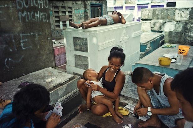 À Manille, l'espace urbain est tellement saturé que les cimetières sont devenus de véritables lieux de vie où logent les habitants les plus pauvres. (c) Mariusz Janiszewski