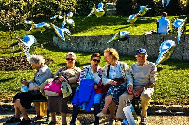 Il est nécessaire de définir une meilleure place pour les personnes âgées dans la ville.