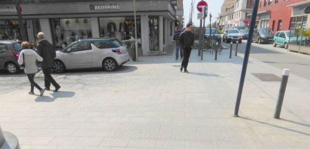 Un trottoir traversant à Dunkerque.