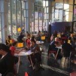 Atelier de speed dating pendant lequel les résidents des Halles Civiques peuvent présenter leurs projets au public