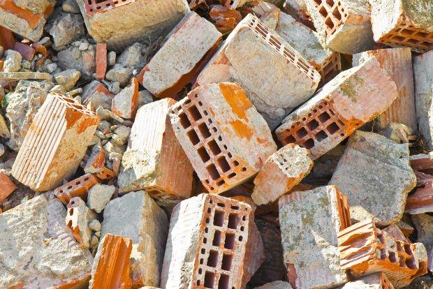 Selon la méthode de construction puis de démontage, il est possible de récupérer des briques réutilisables sur un chantier