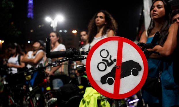 Extrait de Bikes vs Cars (2015), de Fredrik Gertten