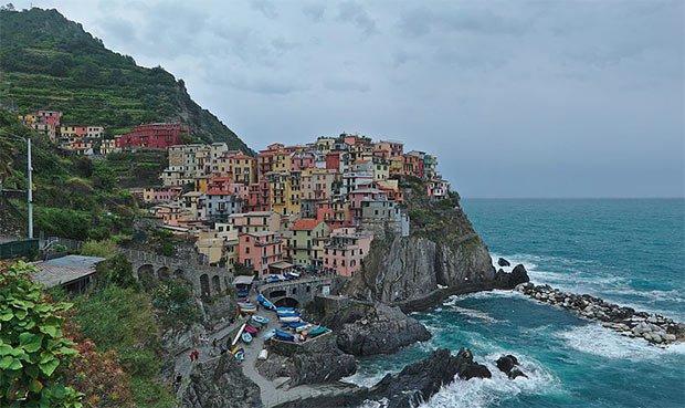 photographie de la ville de Manarola en Italie