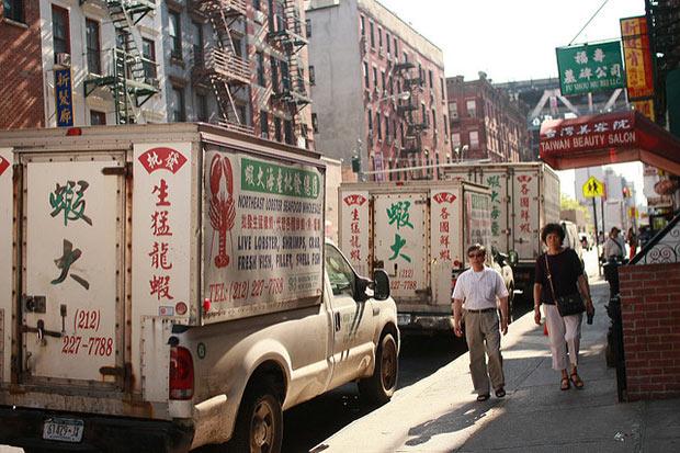 photographie d une rue de chinatown
