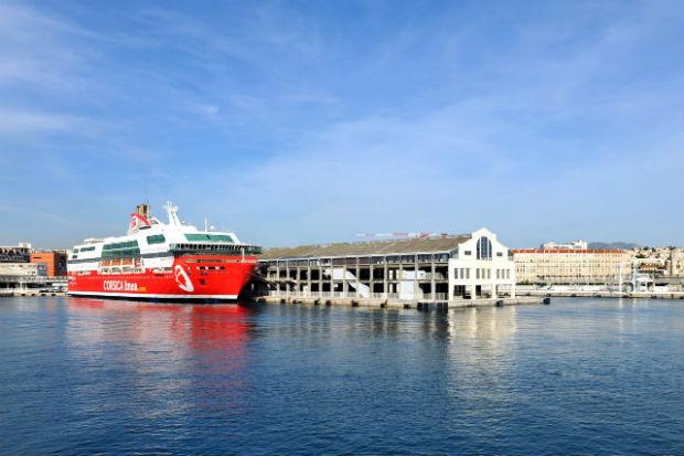 La halle J1, gare de départ maritime
