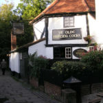 """Le """"Ye Olde Fighting Cocks"""", pub réputé comme le plus vieux pub d'Angleterre. (photo libre de droit)"""