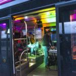 Le bus discothèque est l'un des bus thématiques circulant ponctuellement sur le réseau Dk Bus : une façon originale de faire voyager autrement les usagers !