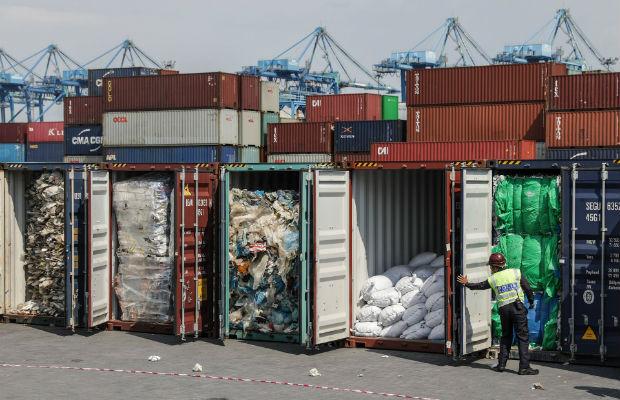 Dans le sillage de la Chine, la Malaisie a décidé d'arrêter de traiter les déchets plastiques et les réexpédie à l'envoyeur qui se retrouvent incapables de les traiter eux-mêmes