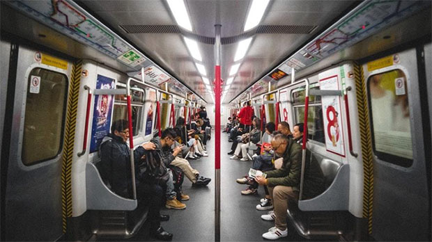 interieur d un metro a tokyo