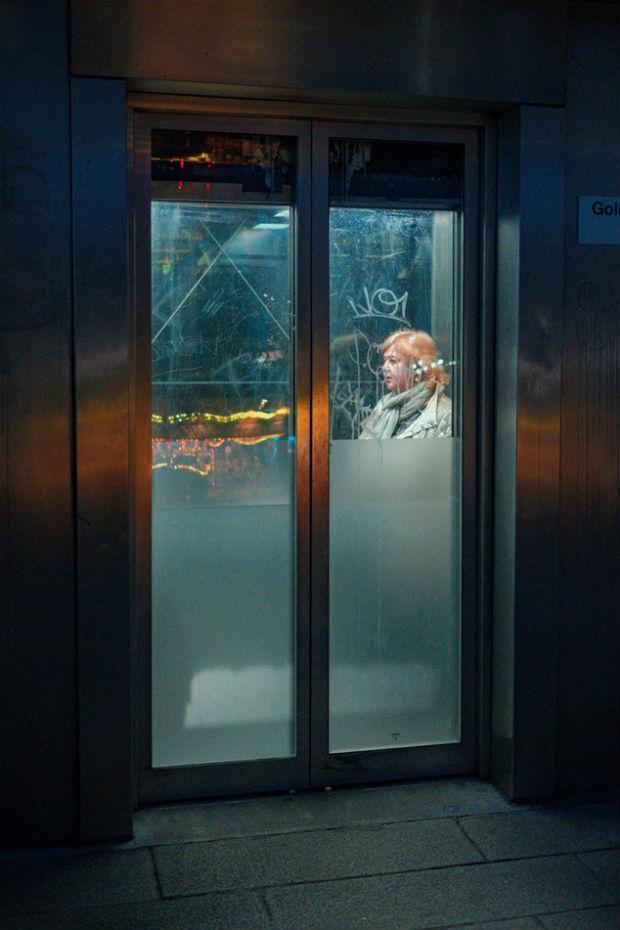 Le manque de qualité spatiale des ascenseurs renforcent souvent la sensation d'écrasement