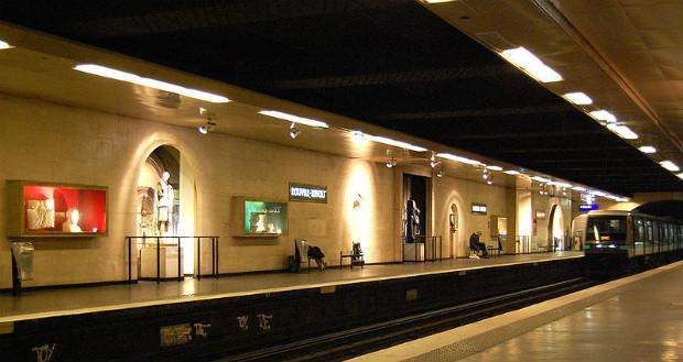 Station Louvre-Rivoli