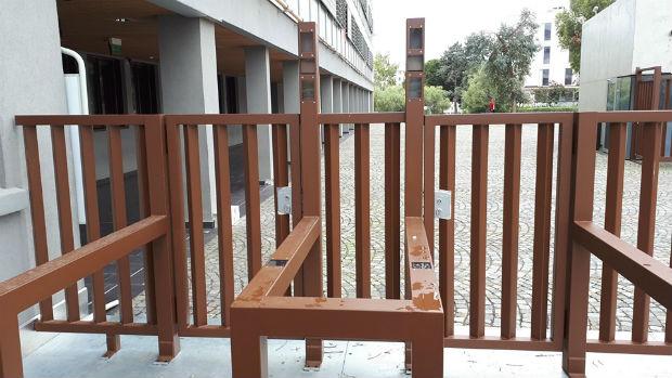 Portique à reconnaissance faciale installé en mai à l'entrée du lycée les Eucalyptus à Nice