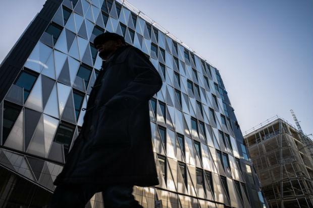 Façade en verre et acier du premier bâtiment de sorti de terre l'Urban Quartz