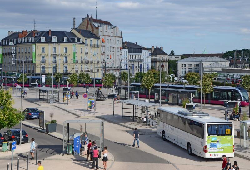 Illustration_Cour-de-la-Gare-de-Dijon - Pline - Creative Commons (wikimedia)