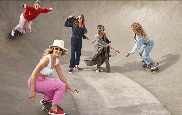 Si la pratique du skate tend à se féminiser, ce n'est pas le cas du skate-park qui reste à 95% utilisé par des garçons. Comment ramener davantage de filles dans cet espace? © grlswirl