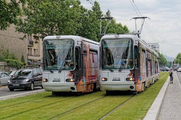 Le convoi inaugural de la ligne E du tramway de Grenoble en juin 2014 - Wikipédia