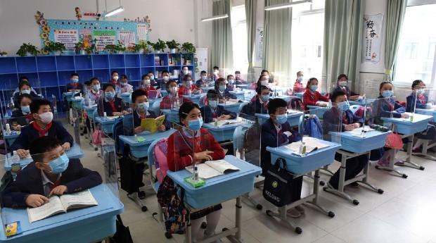 L'adaptation des espaces d'enseignement à la crise sanitaire doit-elle se faire sur le modèle de l'ancien ou peut-on imaginer de façonner de nouveaux espaces? © Les Échos