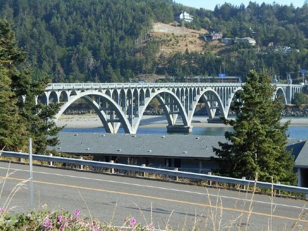 Pont récemment rénové au dessus de Rouge River dans l'Oregon - Robert Ashworth/Flickr